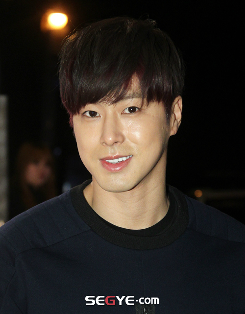 yunhosolidhomme14